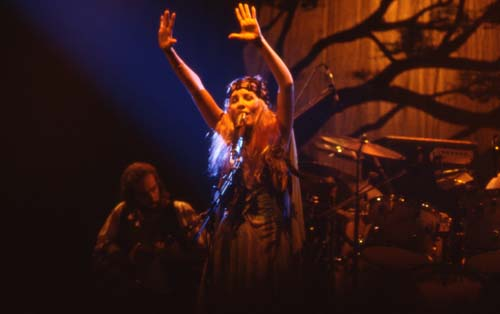Stevie Nicks, 1975-2- 19 KBytes