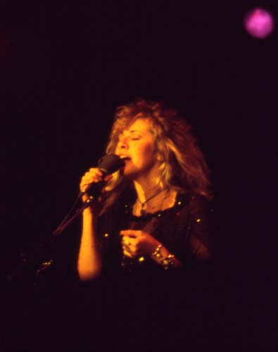 Stevie Nicks, 1975-6 - 13 KBytes