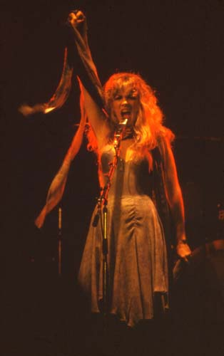 Stevie Nicks, 1975-1 - 16 KBytes